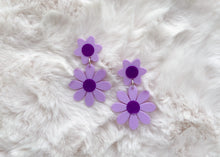 Load image into Gallery viewer, Lavender and Purple Daisy Earrings