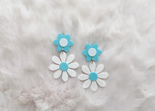 Load image into Gallery viewer, Mint and white Daisy Earrings