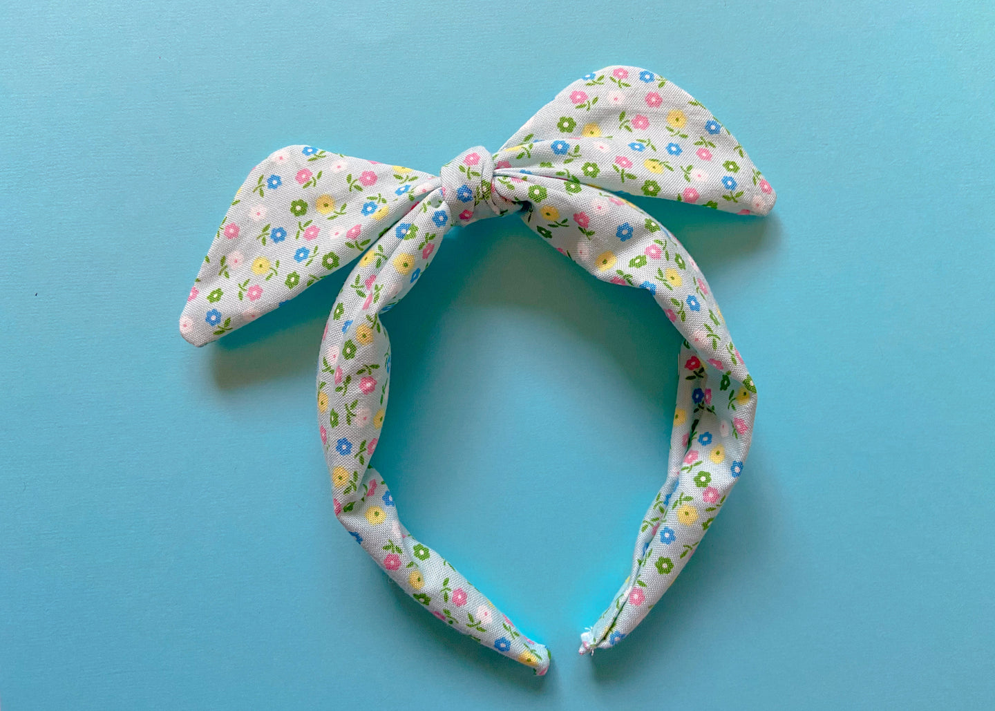 Mint Flowers Knotted Bow