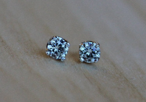 Moissanite Argentium Silver Earrings - Forever One Round Brilliant - Nickel Free Hypoallergenic 4 Prong Stud Earrings for Sensitive Ears - Pretty Sensitive Ears