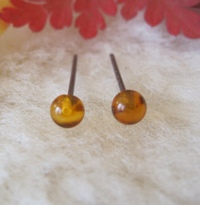 Hypoallergenic Amber 4mm Gemstone Stud Earrings (Nickel Free Niobium, Titanium/Surgical Steel Stud Earrings for Sensitive Ears) - Pretty Sensitive Ears