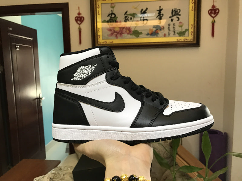 Air Jordan 1 Retro High OG BLACK/WHITE 555088-010