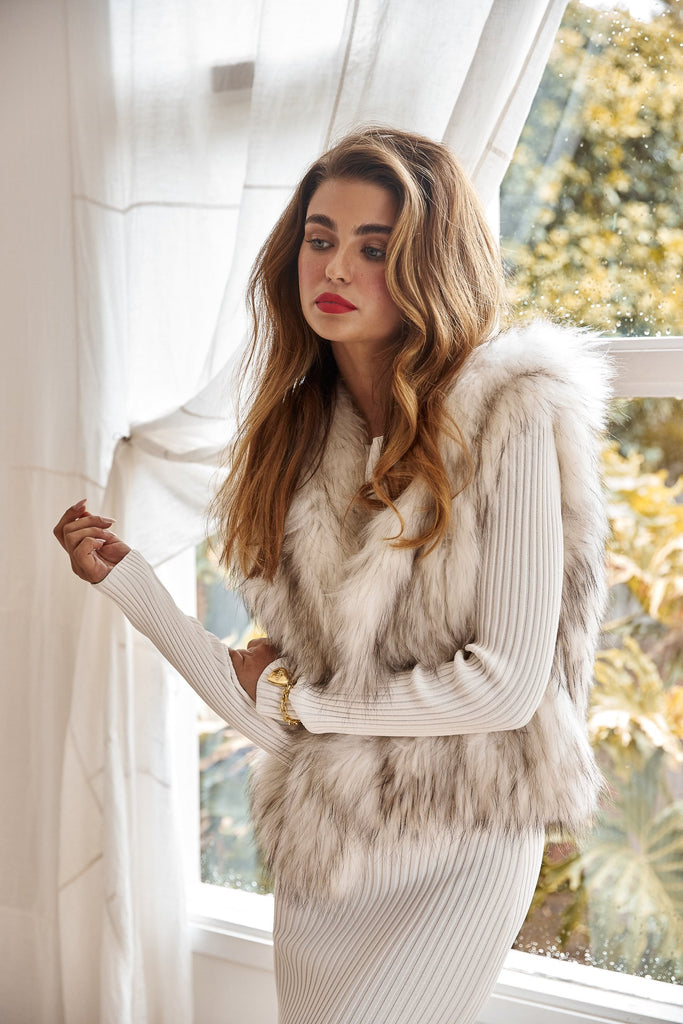 Alba Hooded Fur Vest in Snow with Flecks - Mode & Affaire