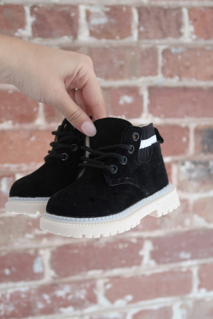 Kids Desert Boots in Black - Mode & Affaire