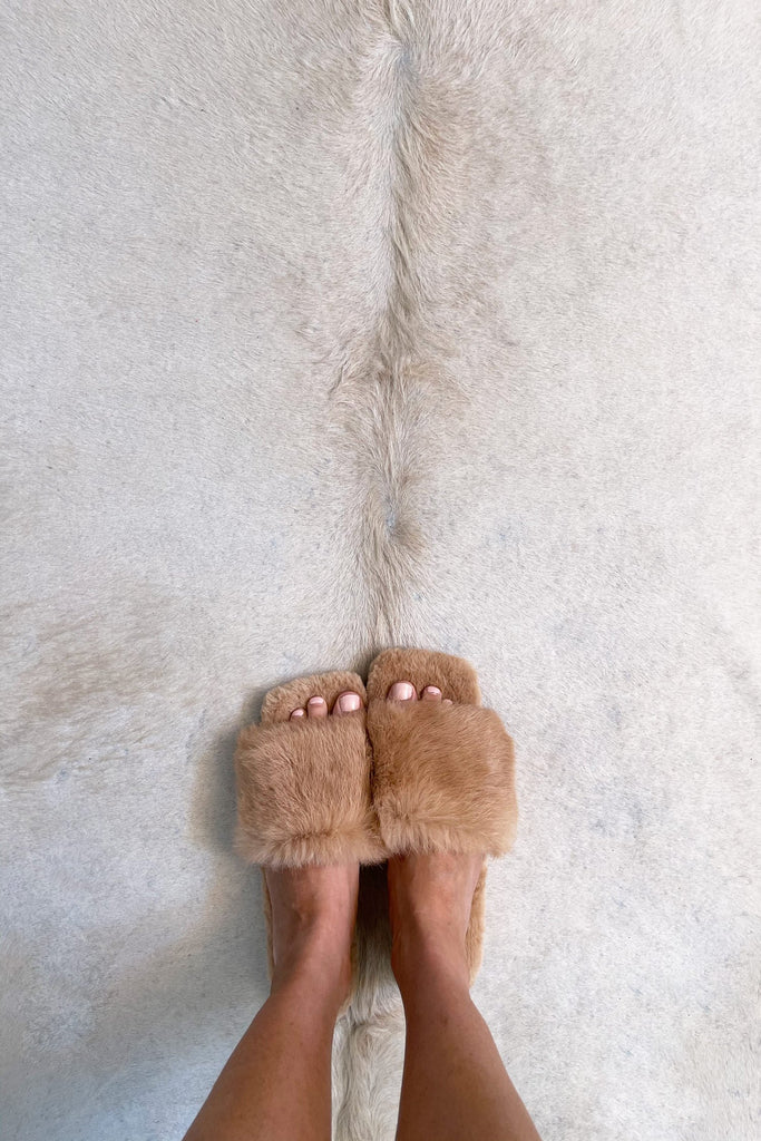 Fluffy Slippers in Latte - Mode & Affaire