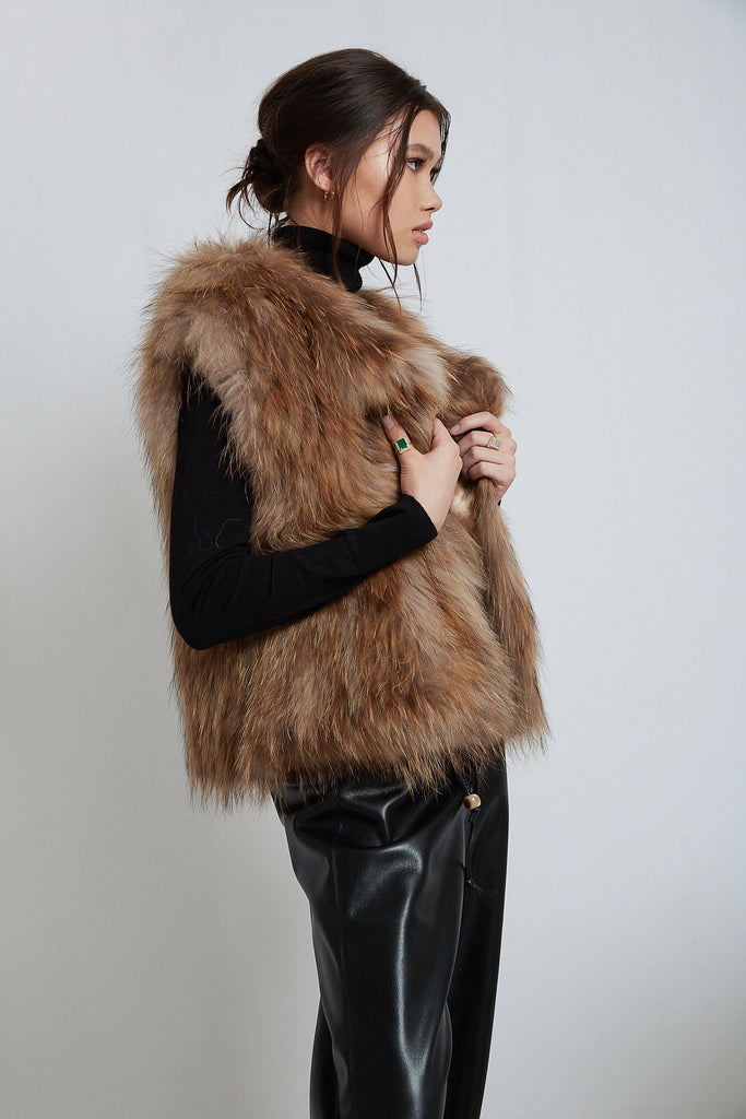 Sylvie Cropped Fur Vest in Natural - Mode & Affaire