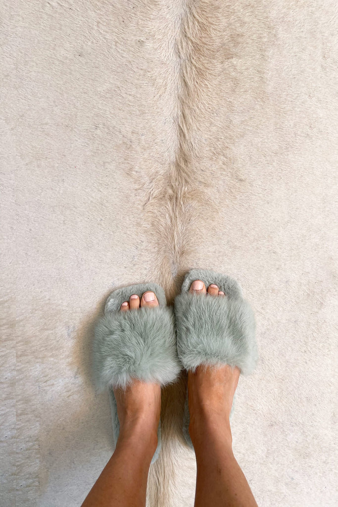 Fluffy Slippers in Pistaschio - Mode & Affaire