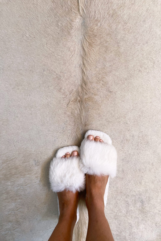 Fluffy Slippers in Snow - Mode & Affaire