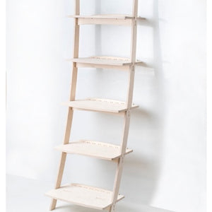 Bow leaning wall shelf