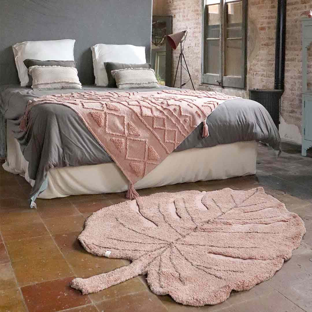 Monstera Leaf Rug – Vintage nude pink