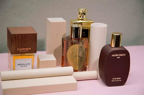 Explore the woody perfume variations:...