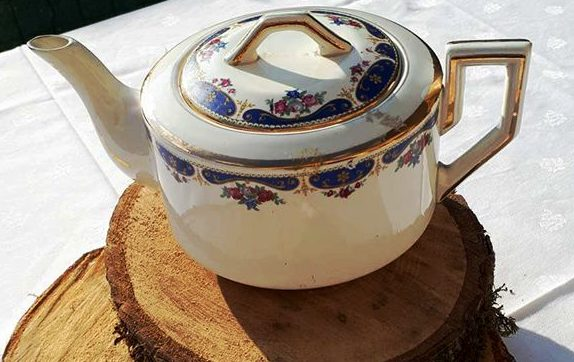 Tea pot for two