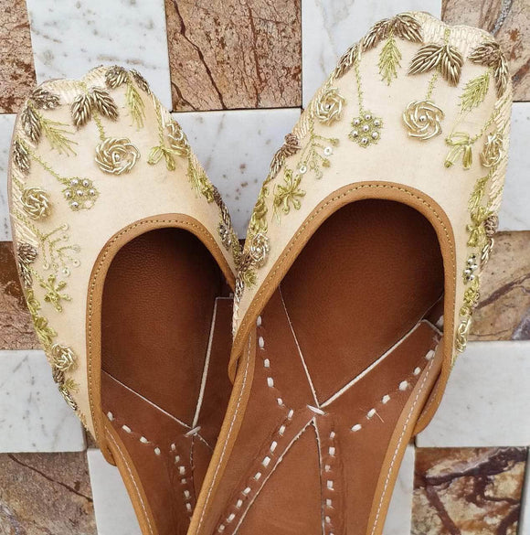 Beige Floral Coils Handcrafted Women's Punjabi Leather Jutti