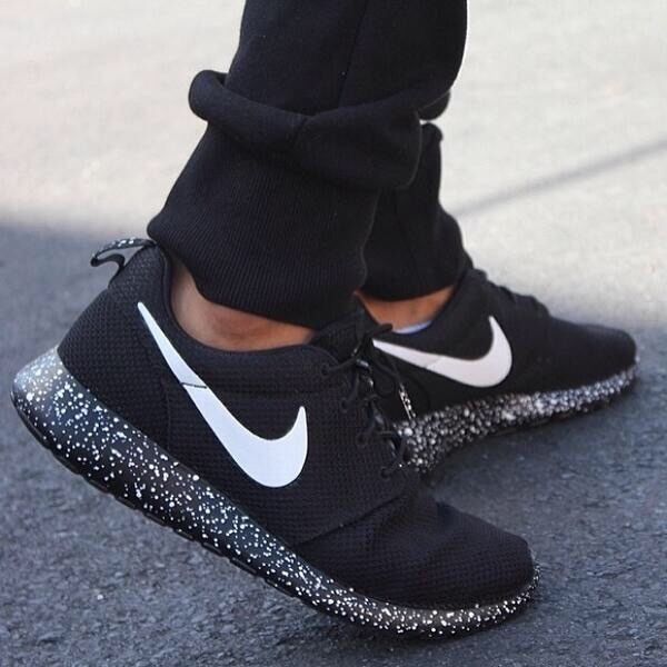 f6ef7b29eb0b0 Nike Roshe run black with white speckle Size 9 UK  NEW   – tagre