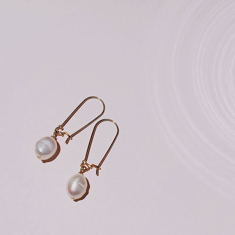 Minimal Simple Pearl Earrings