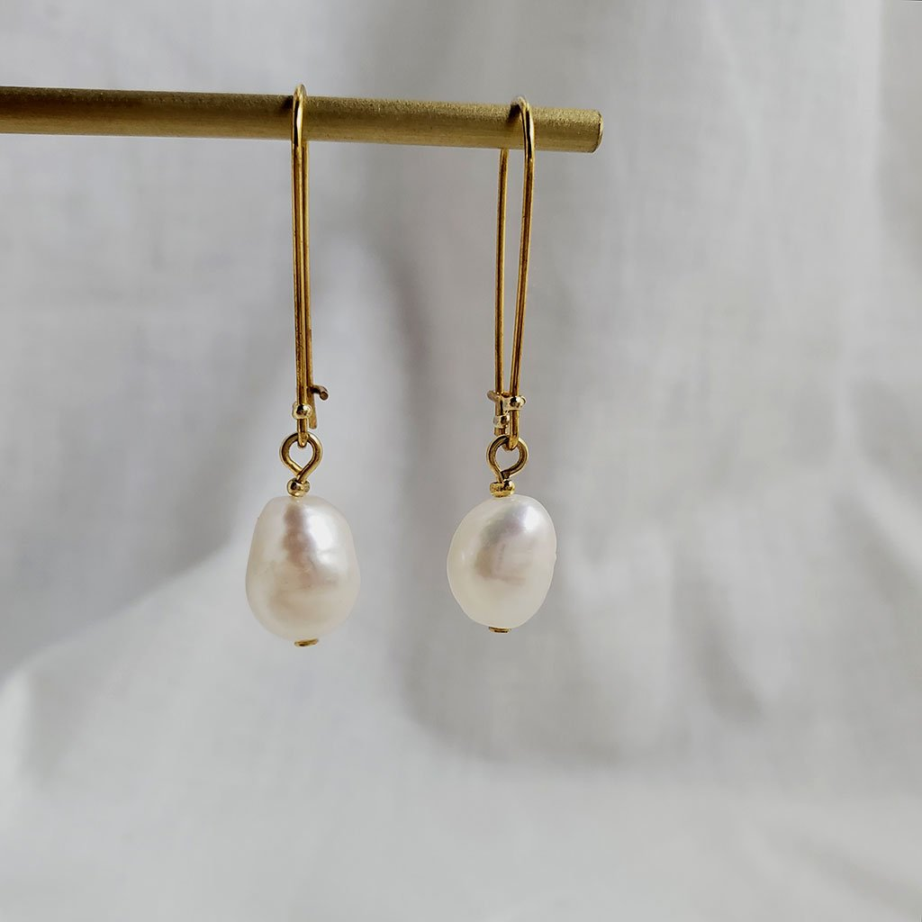 Pearl Drop Earrings Simple design Minimal