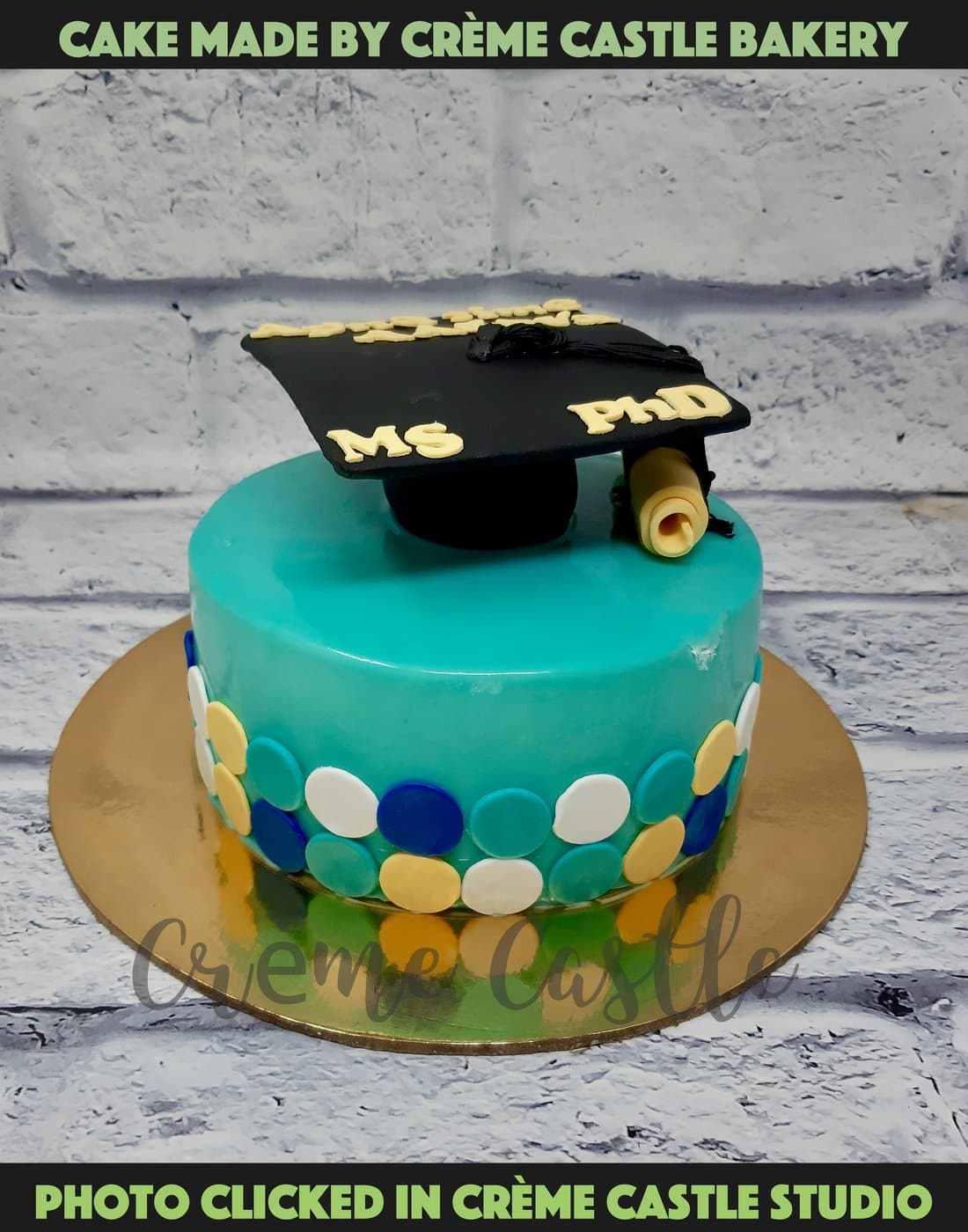 A cake for Graduation with the iconic graduation hat placed at top of the cake