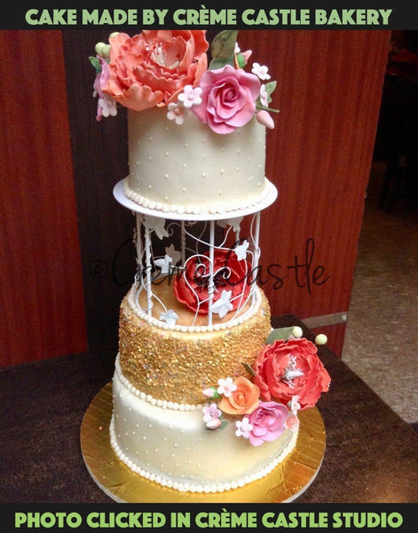 Golden themed wedding cake - cremecastle