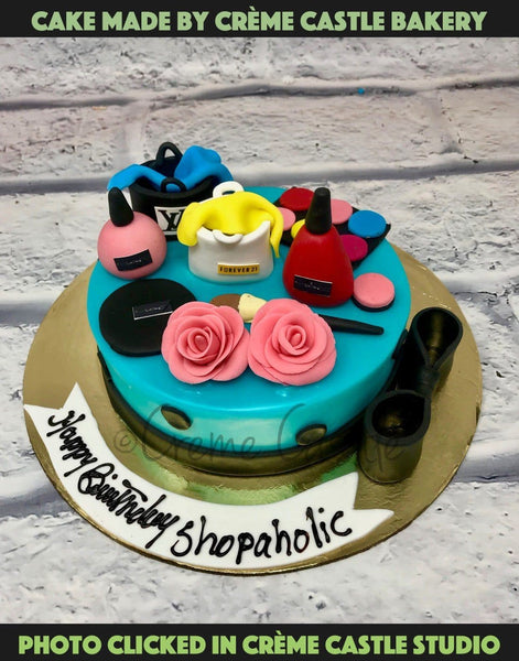 A fashion theme in mini version with fashion elements and shopping bags on top of the cake