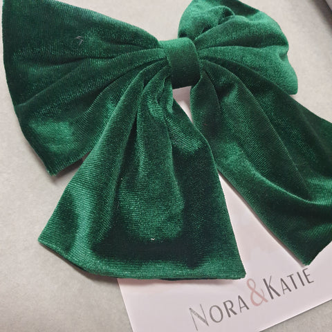 Traditional velvet hair bow - green