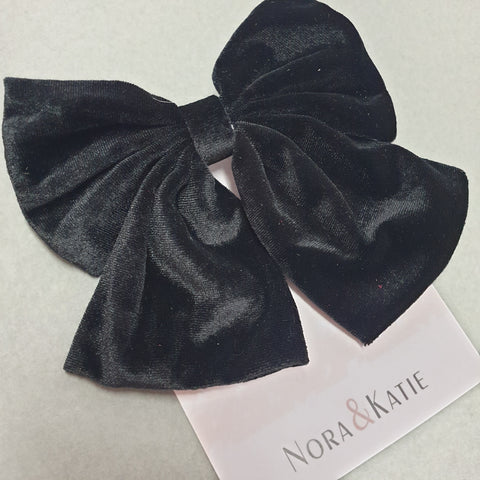 Traditional velvet hair bow - black