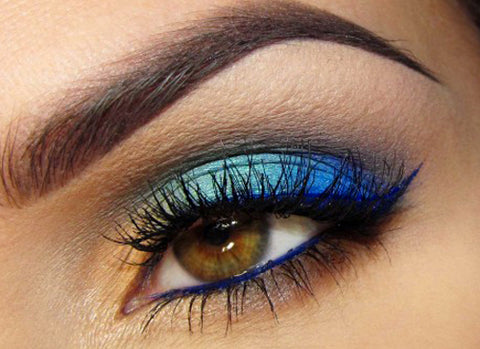 Blue eyeshadow can be tricky to pull off (hello 80's!), but if you wear a royal blue along the lashline, it looks amazing on blue eyes.