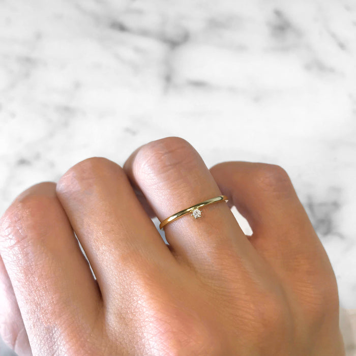 'FLOATING DIAMOND' Ring in Goud
