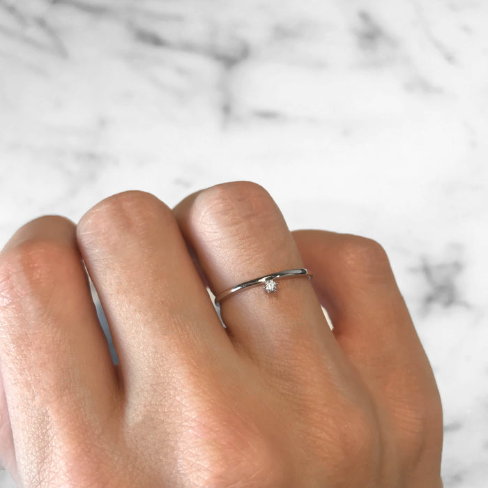 'FLOATING DIAMOND' Ring in Silver