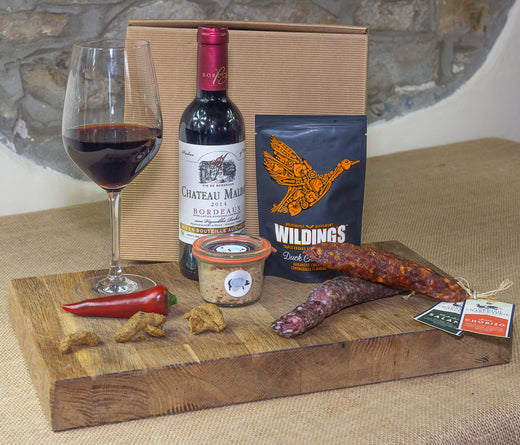 The Cornish Charcuterie Wine and Charcuterie Connoisseur Gift Box is a carefully curated collection of delicious, artisan food and drink; the perfect gift for any food lover.