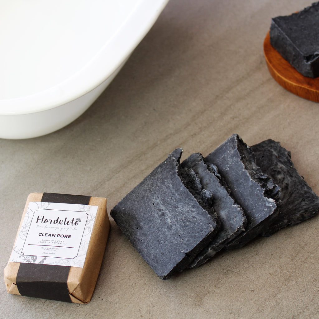 CLEAN PORE CHARCOAL SOAP 80 GR (Flor de Loto)
