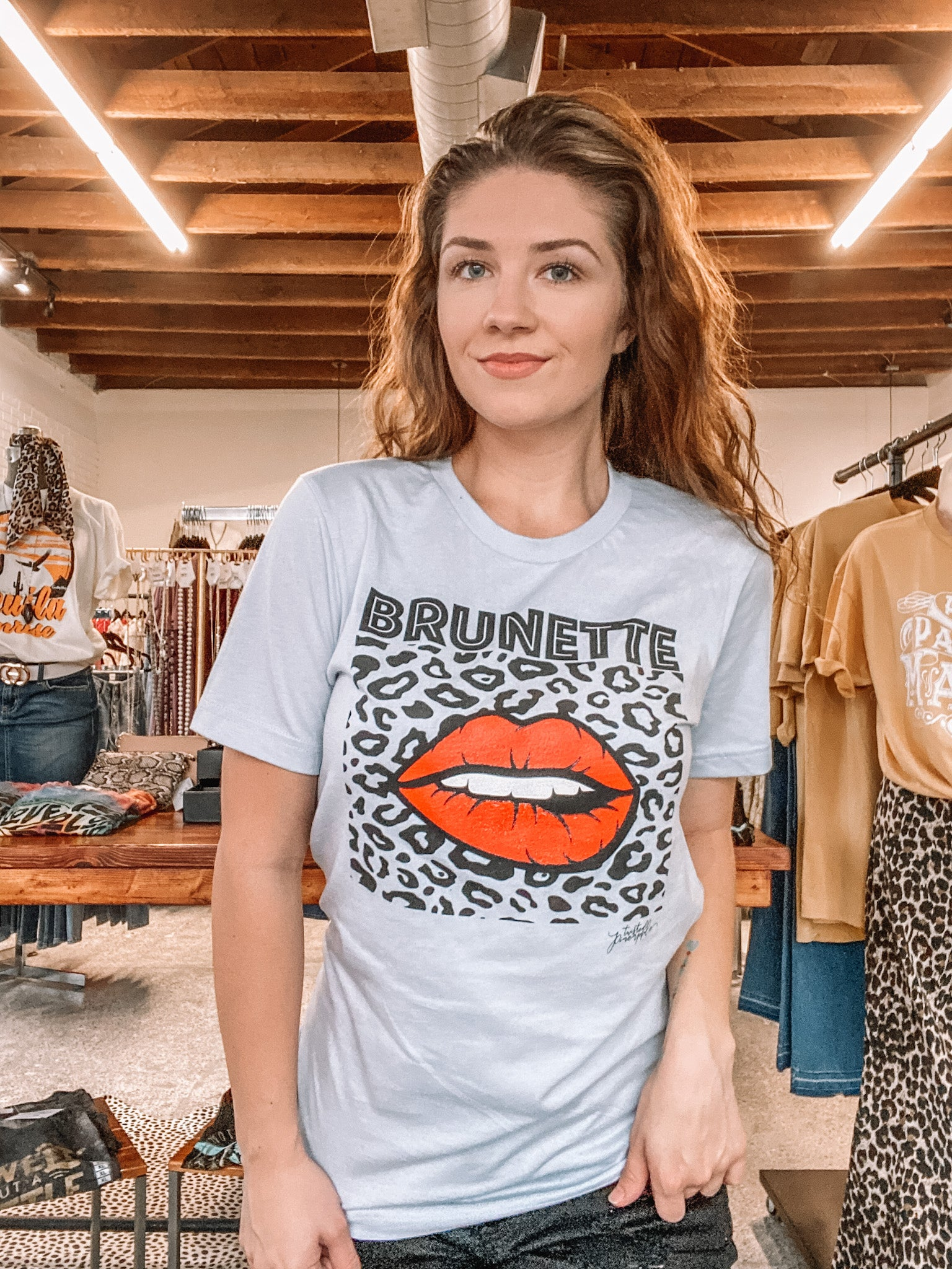 BRUNETTE KISSES TEE