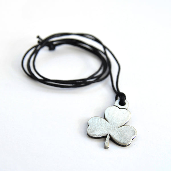 TREFOIL CORD NECKLACE