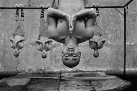 Jaw-Dropping Photos of Shaolin Monks Training in Kung Fu