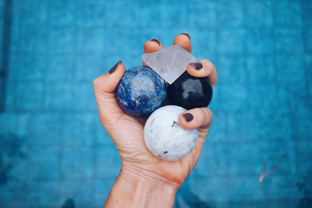 THE ESSENTIAL GUIDE TO WHICH HEALING CRYSTALS ARE SELF CLEANSING