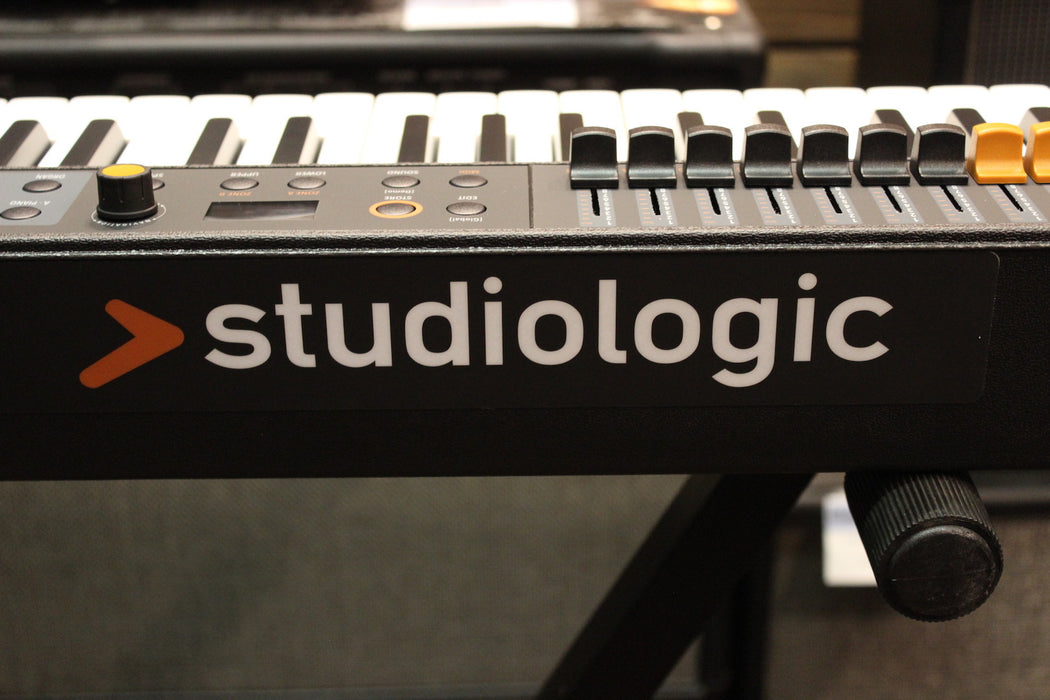 Studiologic Numa Compact 2X Semi-Weighted Keyboard with Aftertouch Black 88  Key
