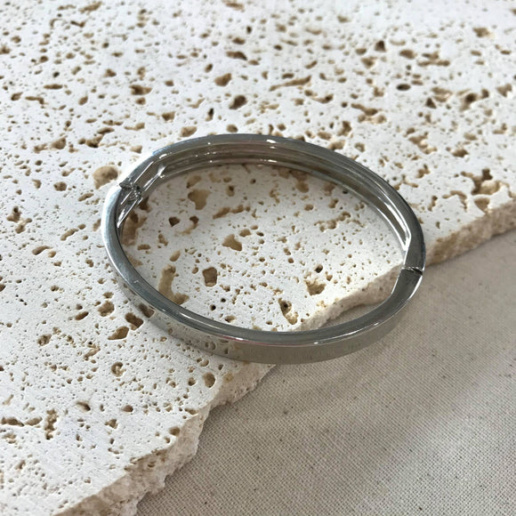 Oval shaped silver bangle