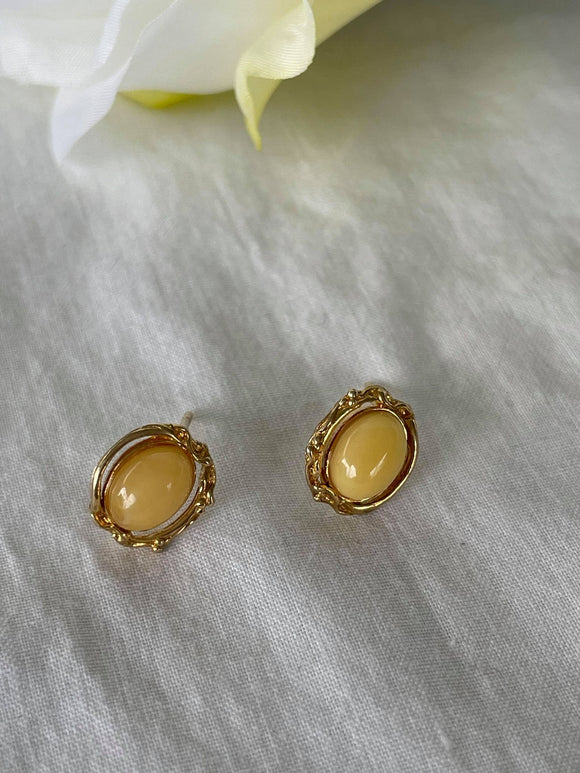 Yellow Amber on gold stud earrings