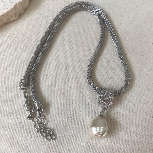 Pearl pendant on silver thick rope chain