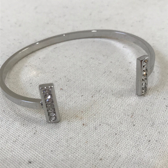 Solid silver cuff with diamnotes
