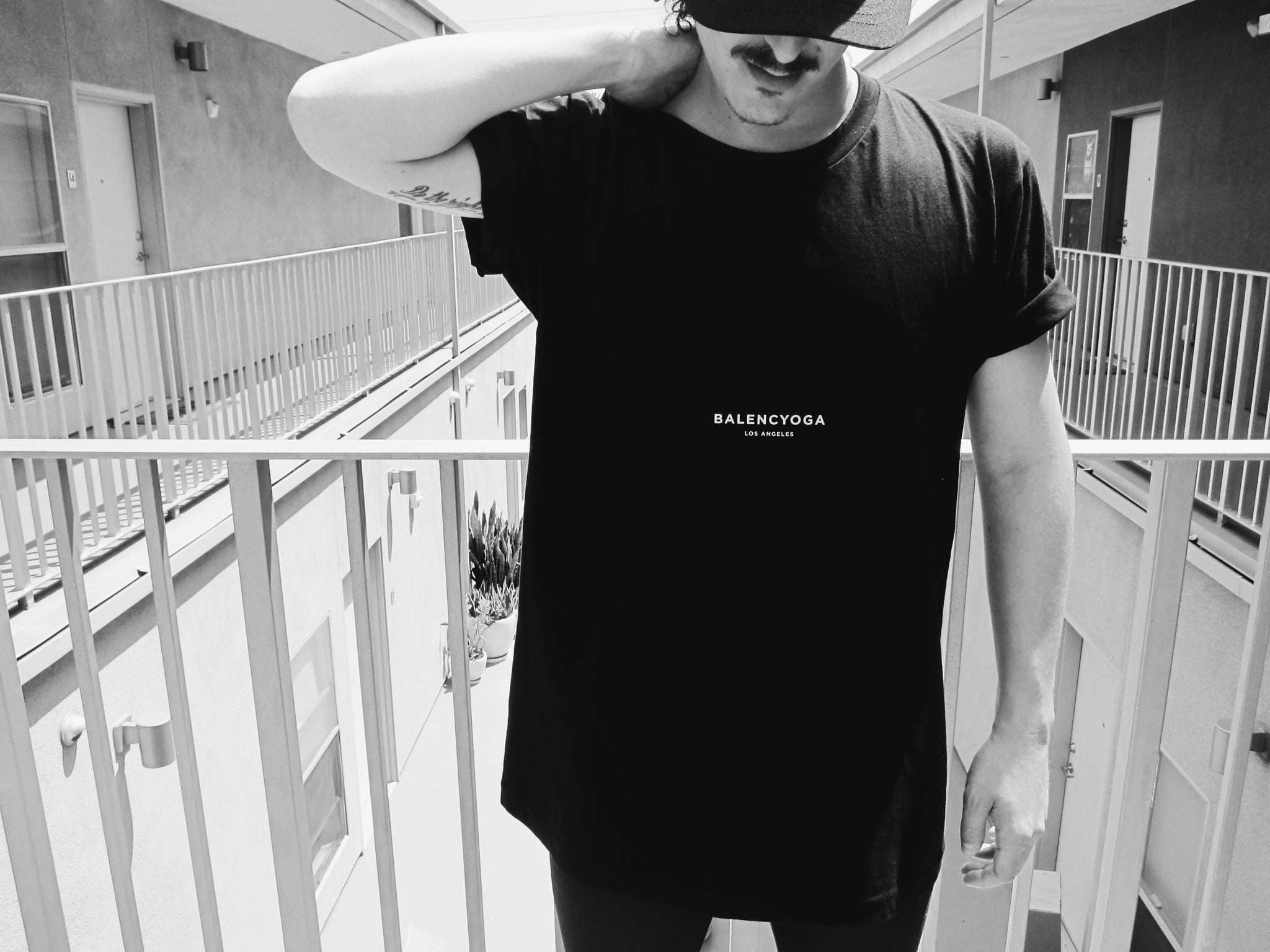BLACK SHORT SLEEVE BALENCYOGA T-SHIRT