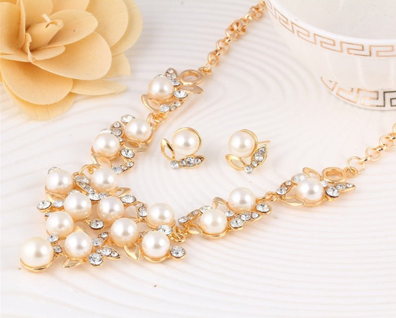 Elegant Jewelry Set Latest Fashion Unique Crystal+Pearl, Gold Long Pendant Set