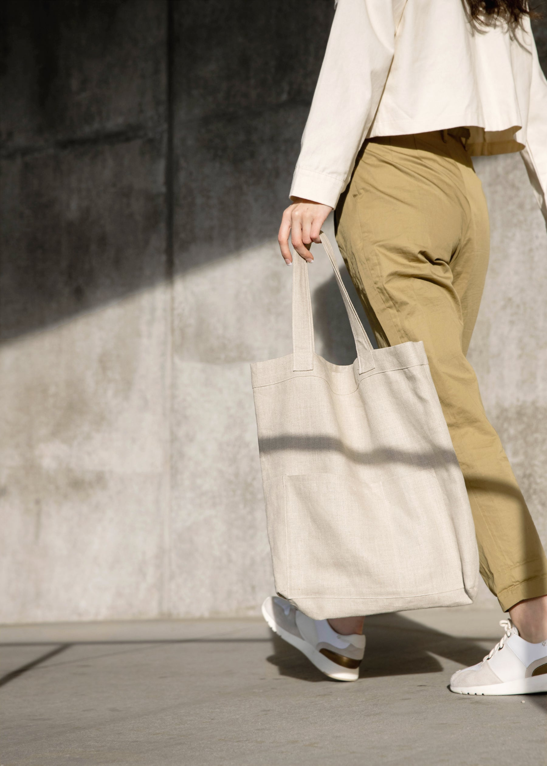 Model holding the Mitaka large bag
