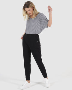 BETTY BASICS LINDSAY JOGGER BLACK