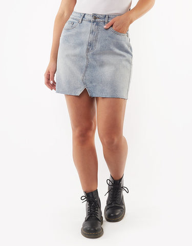 ALL ABOUT EVE SHEA SPLIT DENIM SKIRT VINTAGE WASH