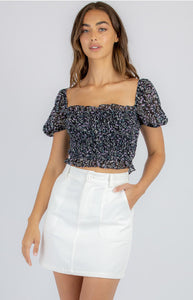 STYLE STATE PRINTED SHIRRED CROP WITH BUBBLE SLEEVES BLACK
