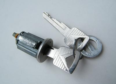IGNITION BARREL & KEYS 1965-1966