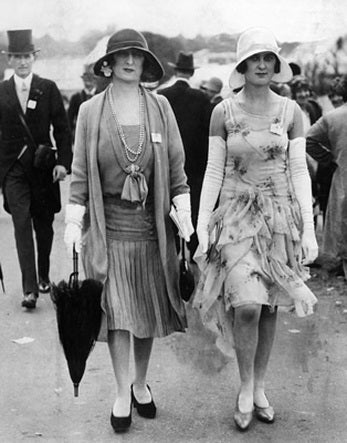 20s fashion. Dresses just below knee, hats, loose waists, no hips, no waist, no bust.