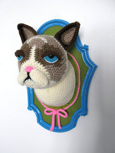 Crochet cat head in a blue frame, inspired by Grumpy cat - Big