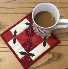 Christmas Red Holly Mug Mat Kit