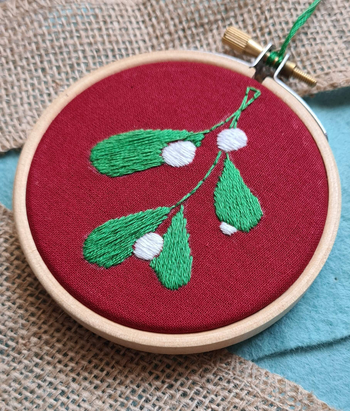 Paraffle Embroidery Kits for Beginners Christmas Bauble Embroidery Kit - Mistletoe
